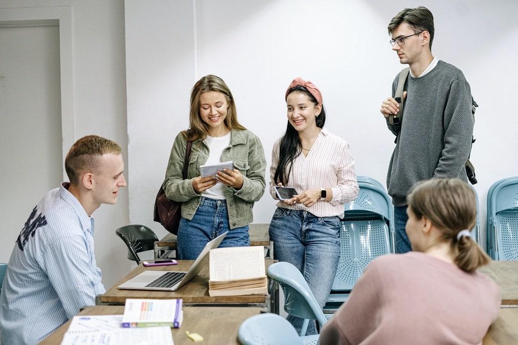 Rodzaje zajęć na studiach - czym są wykłady, ćwiczenia, konwersatorium, lektoraty i laboratoria?