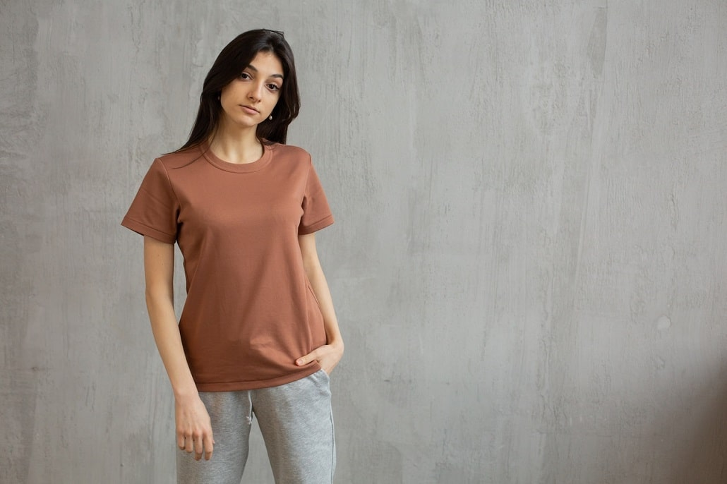 Z czym łączyć dresy? Moda na damskie dresy jesień 2021