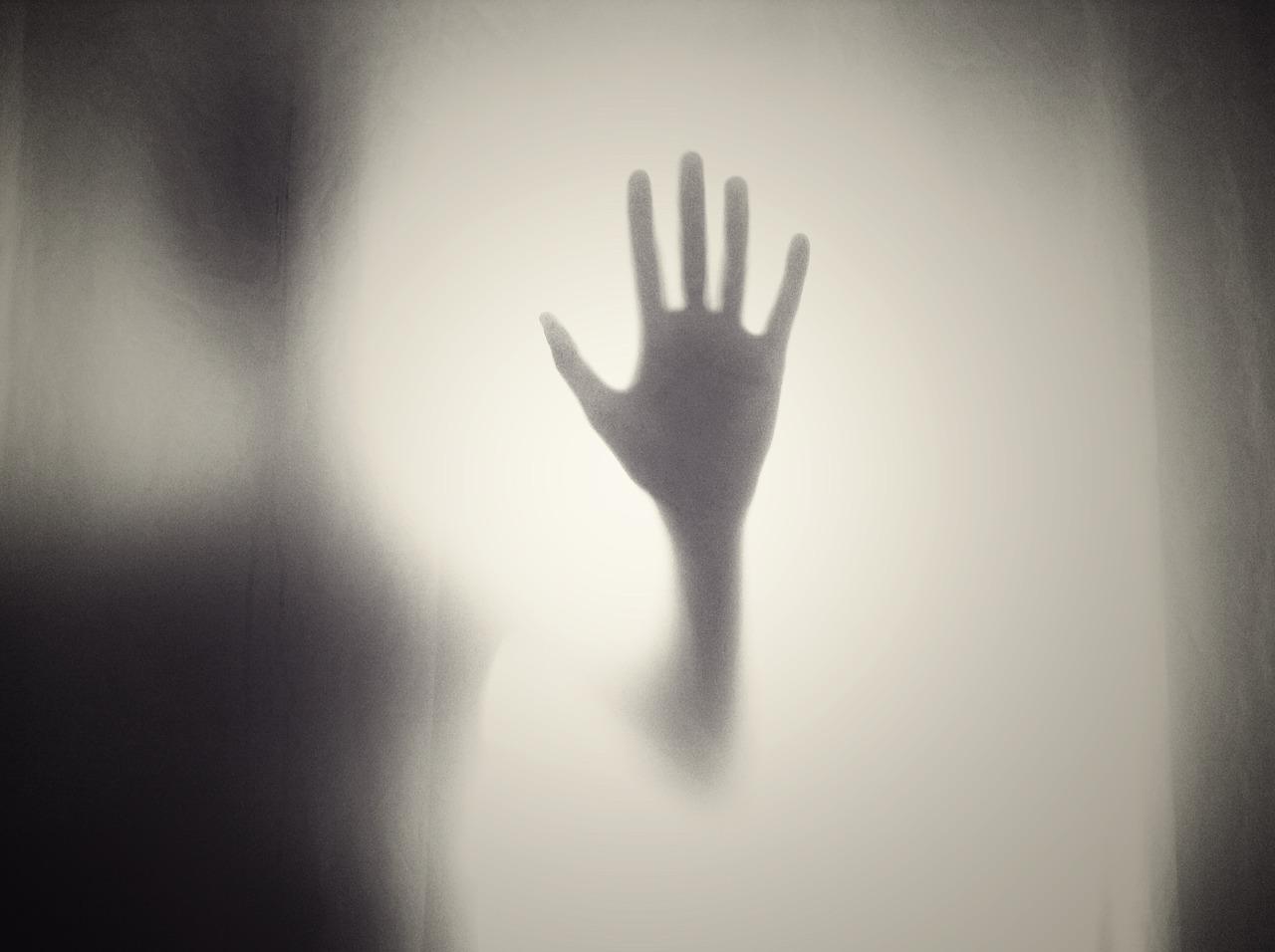 Przerażający syndrom obcej ręki - co to takiego?