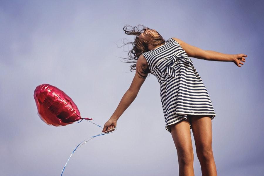 kobieta z balonem