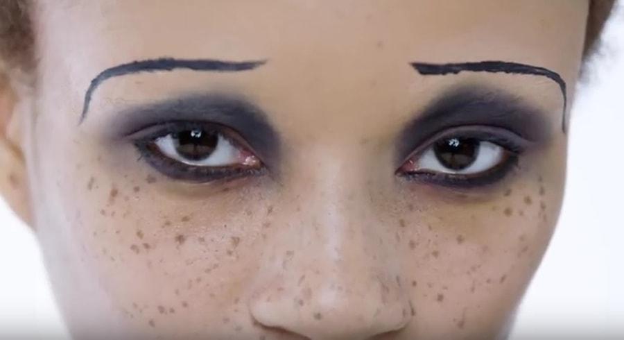100 lat makijażu oczu na krótkim filmiku [WIDEO]