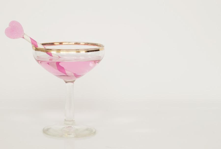 różowy drink z serduszkiem