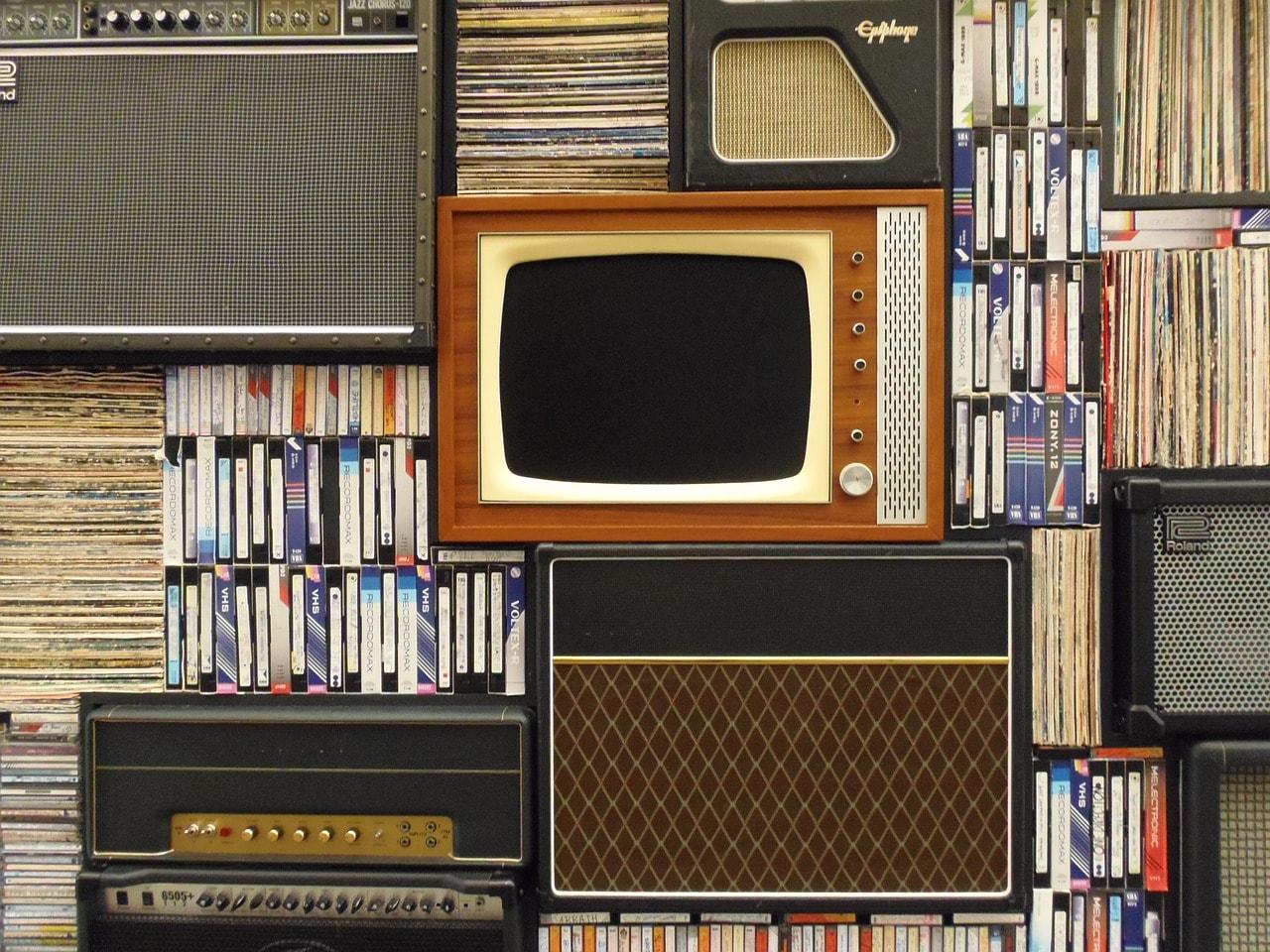 W dzisiejszych czasach młodzież woli obejrzeć film niż przeczytać lekturę szkolną w całości.