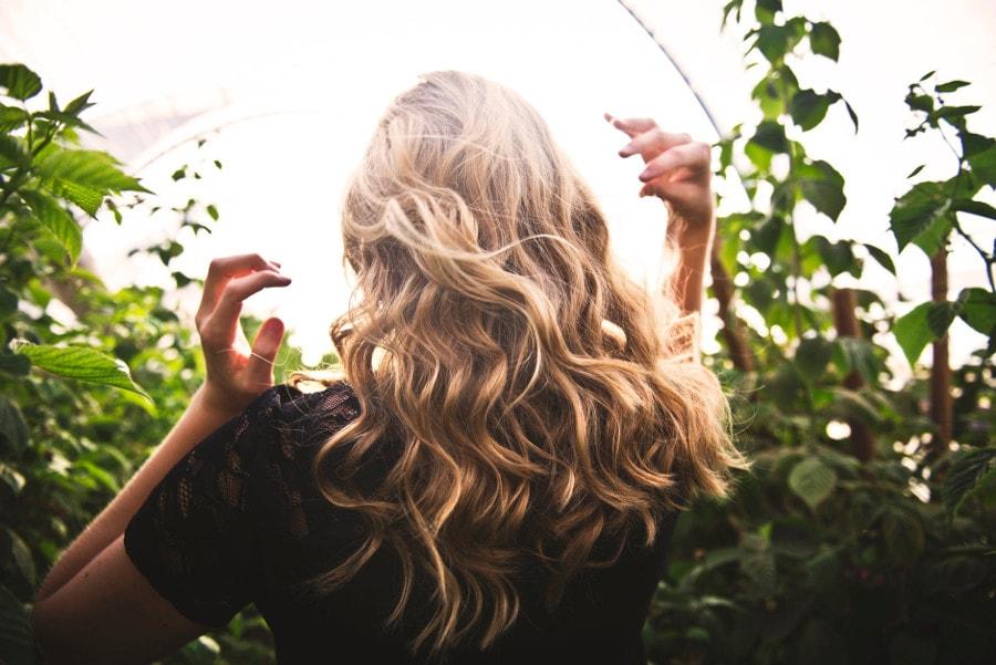 kobieta blondynka