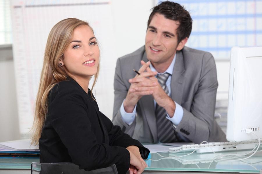 kobieta i mężczyzna w pracy