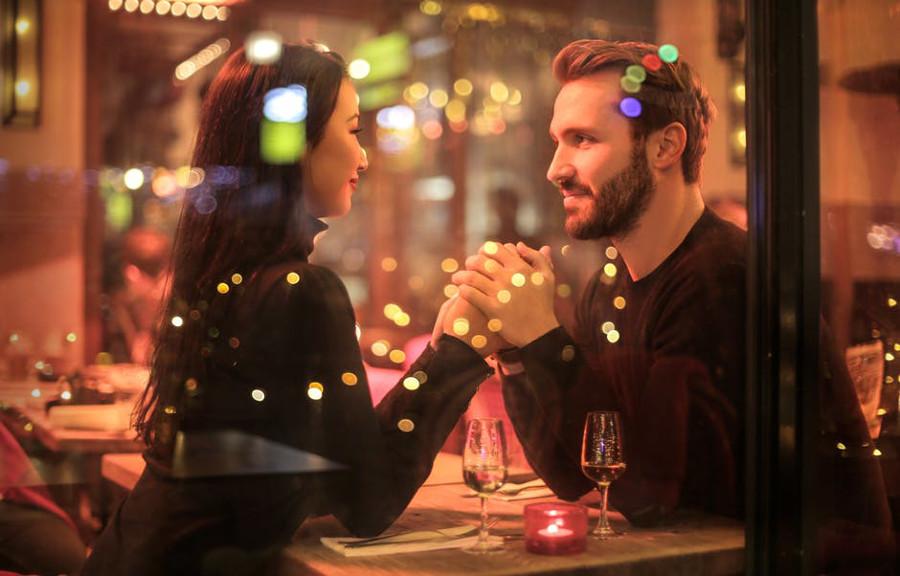 zakochana para w restauracji