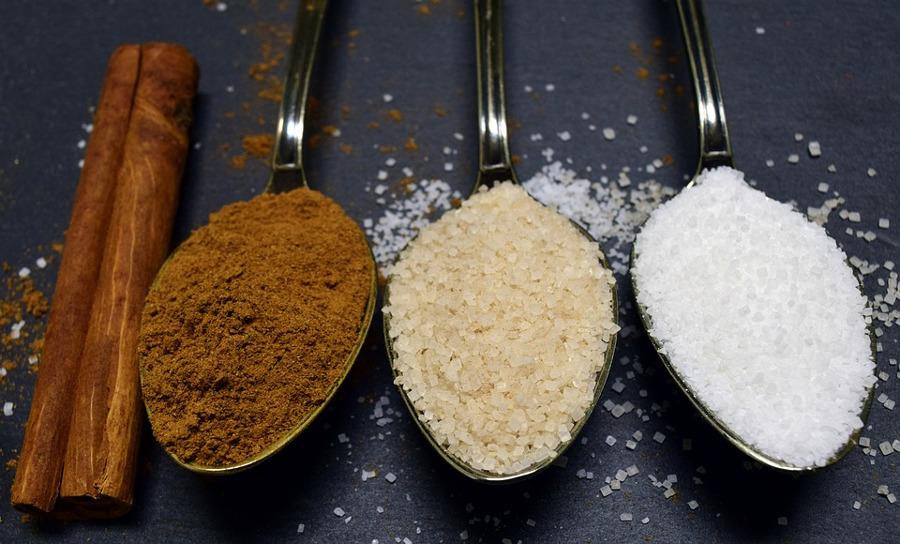 cukier na łyżeczkach