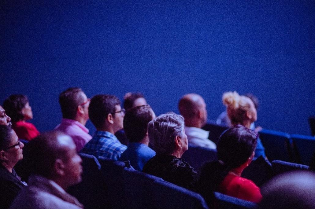 Widzowie na sali
