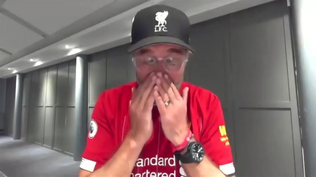 Jurgen Klopp płacze po zdobyciu mistrzostwa przez Liverpool sezon 2019/2020