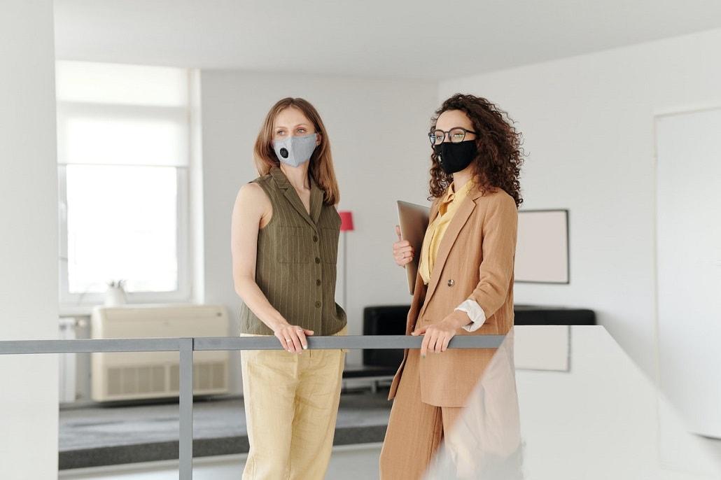 Kobiety w maskach, koronawirus