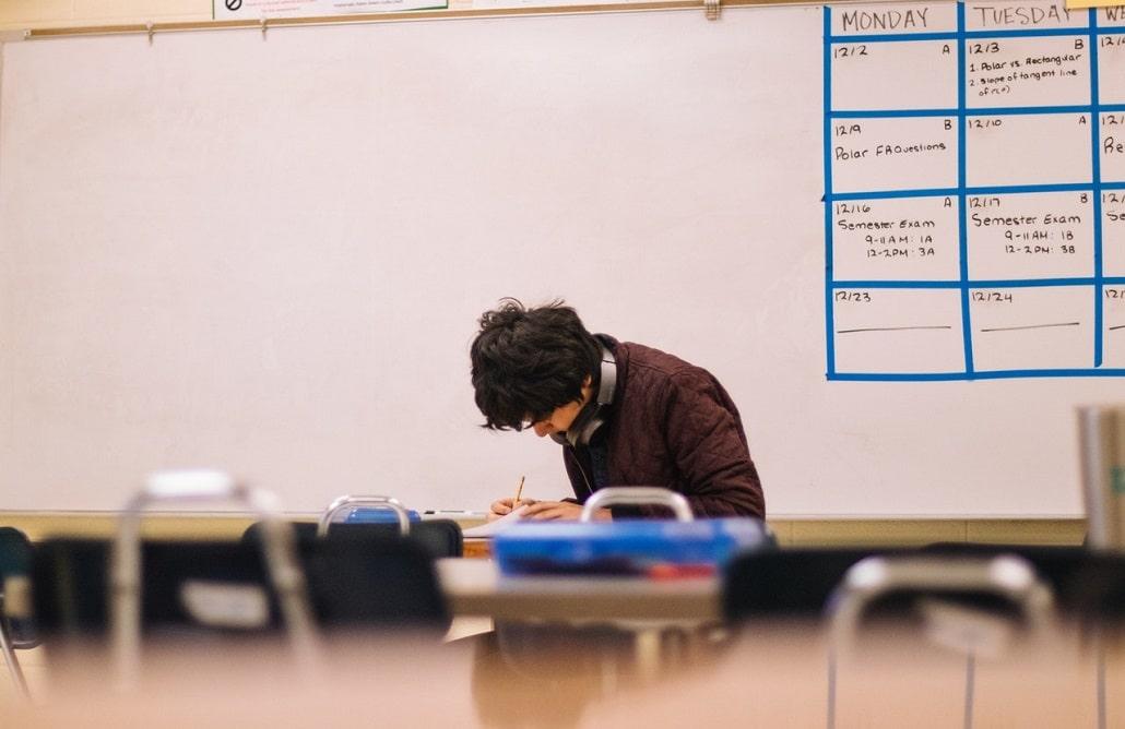 Egzamin, osoba pisząca test