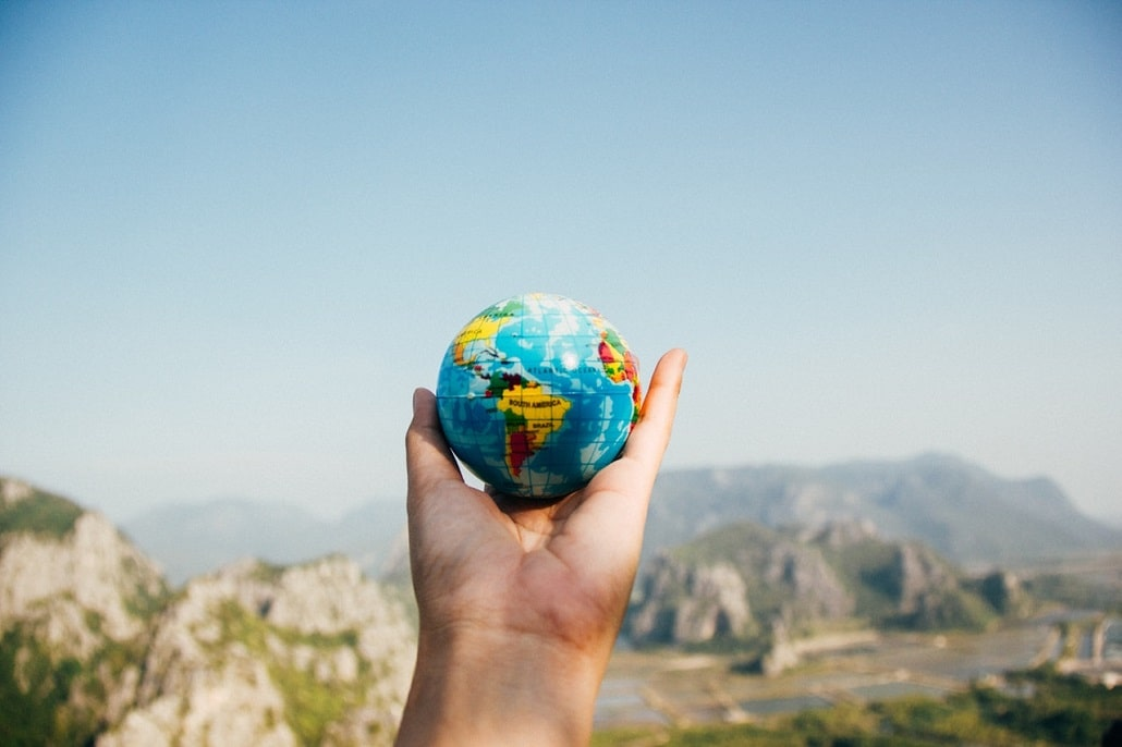 Globus trzymany w ręce
