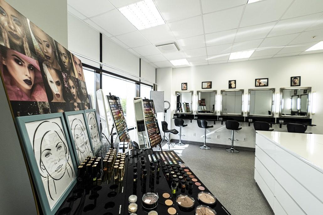 Sala do nauki makijażu w Wyższej Szkole Inżynierii i Zdrowia w Warszawie