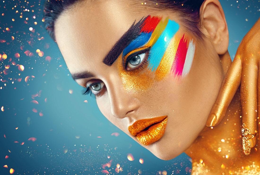 Kobieta w zjawiskowym, kolorowym makijażu