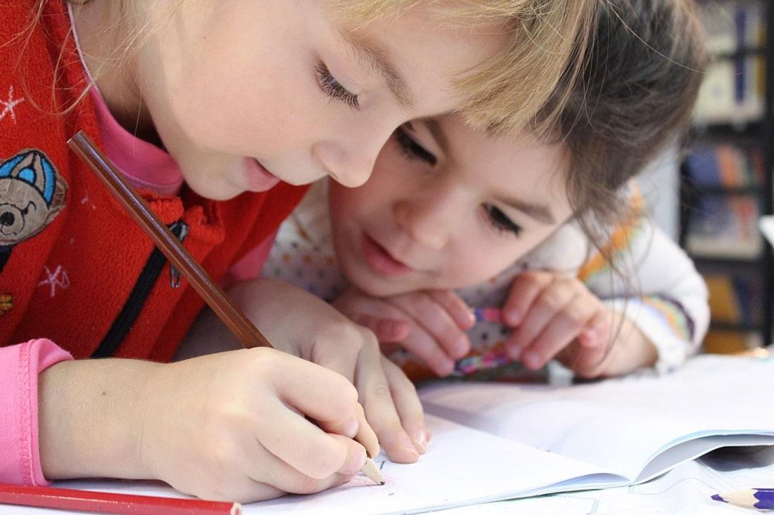 Dzięki kampanii społecznej 3 mln uczniów w całej Polsce otrzymają kamizelki odblaskowe.