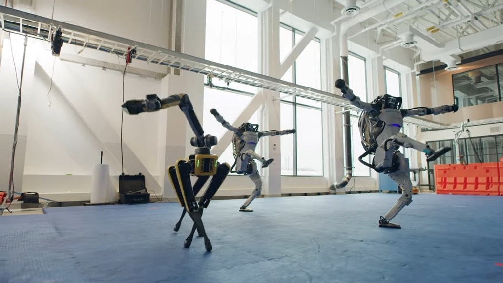 Roboty Boston Dynamics tańczą do you love me, Atlas, Spot