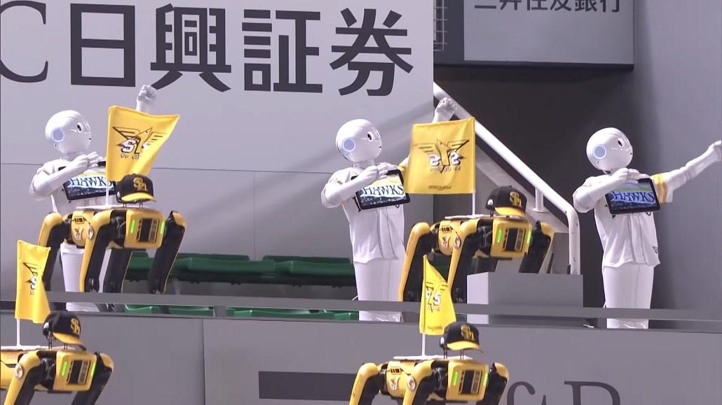 Kadr z nagrania tańca robotów na stadionie Fukuoka Dome