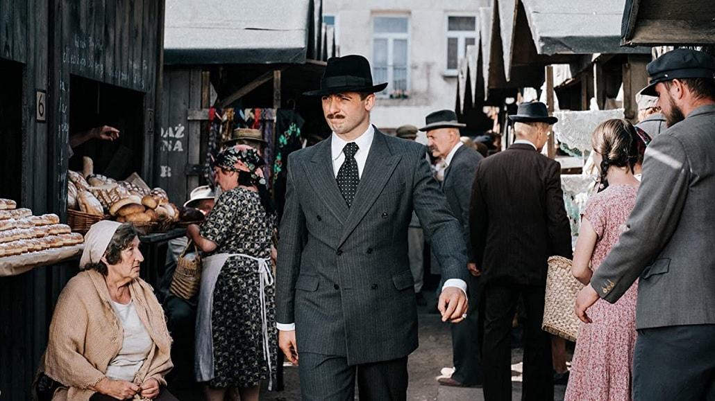 Kadr z serialu Król. Michał Żurawski jako Jakub Szapiro