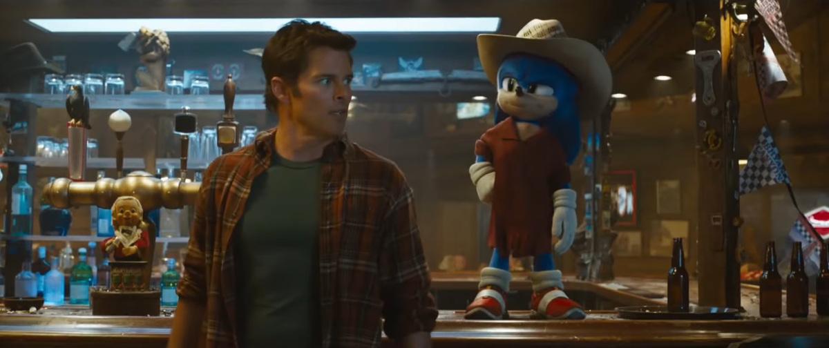 Sonic w ponczo i kapeluszu obok Toma Wahowskiego