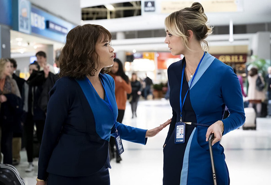 Kaley Cuoco w serialu Stewardesa