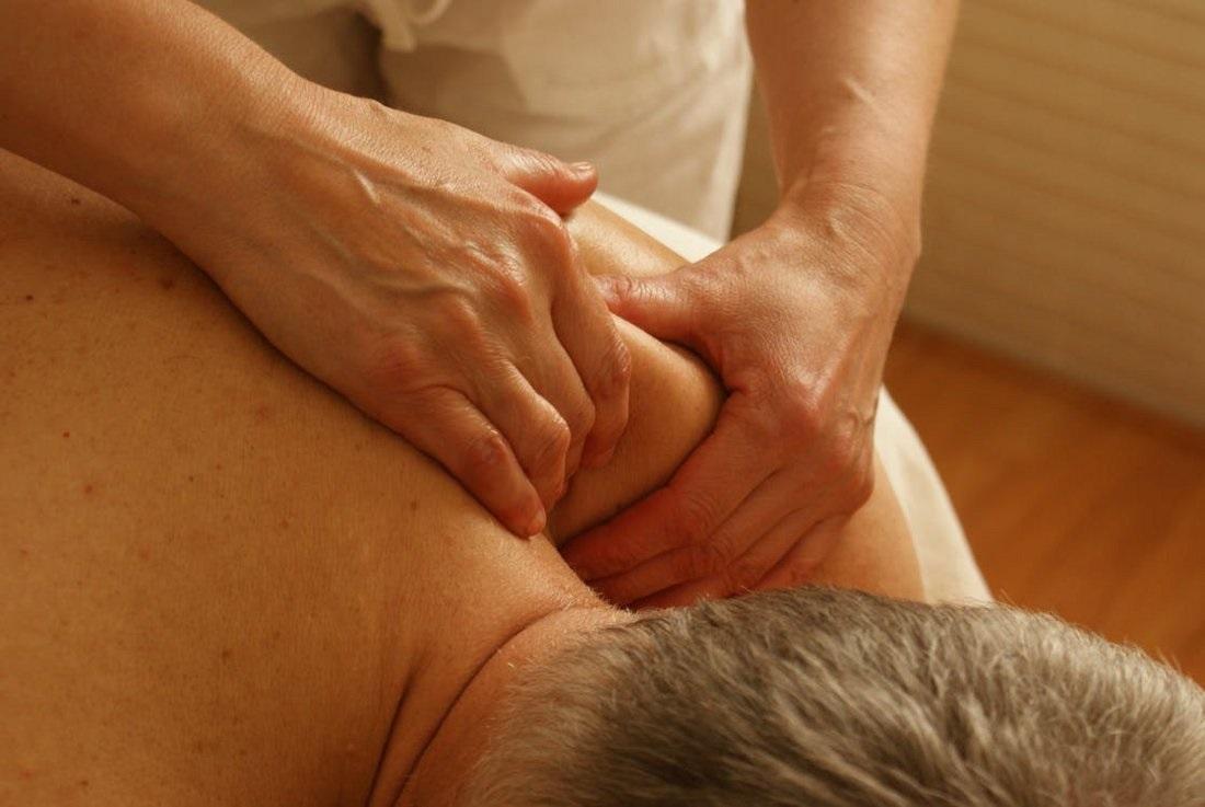 Zobacz, jakie są objawy, przyczyny i metody leczenia kręgozmyku.