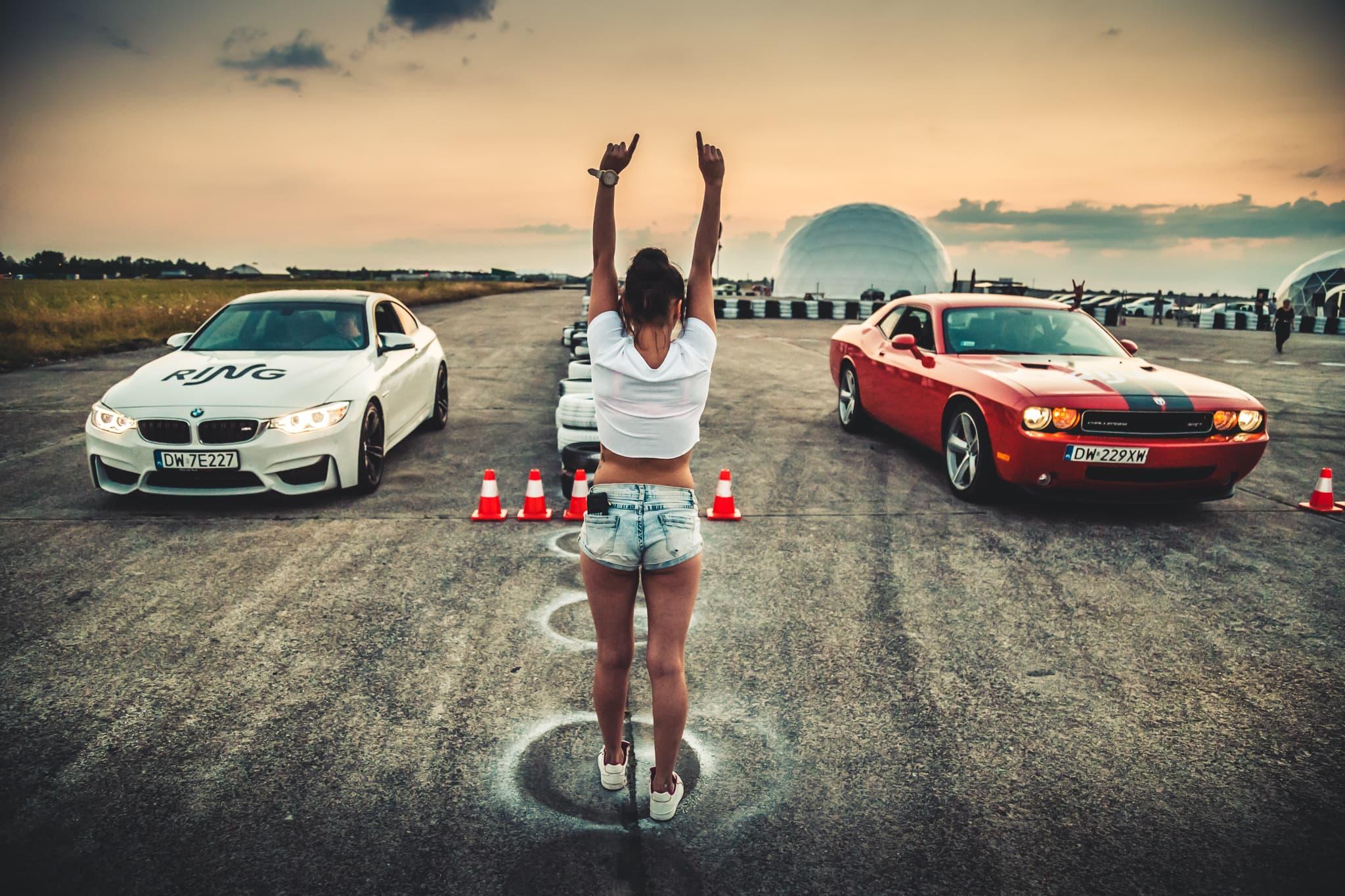 Znalezione obrazy dla zapytania wyścigi samochodowe