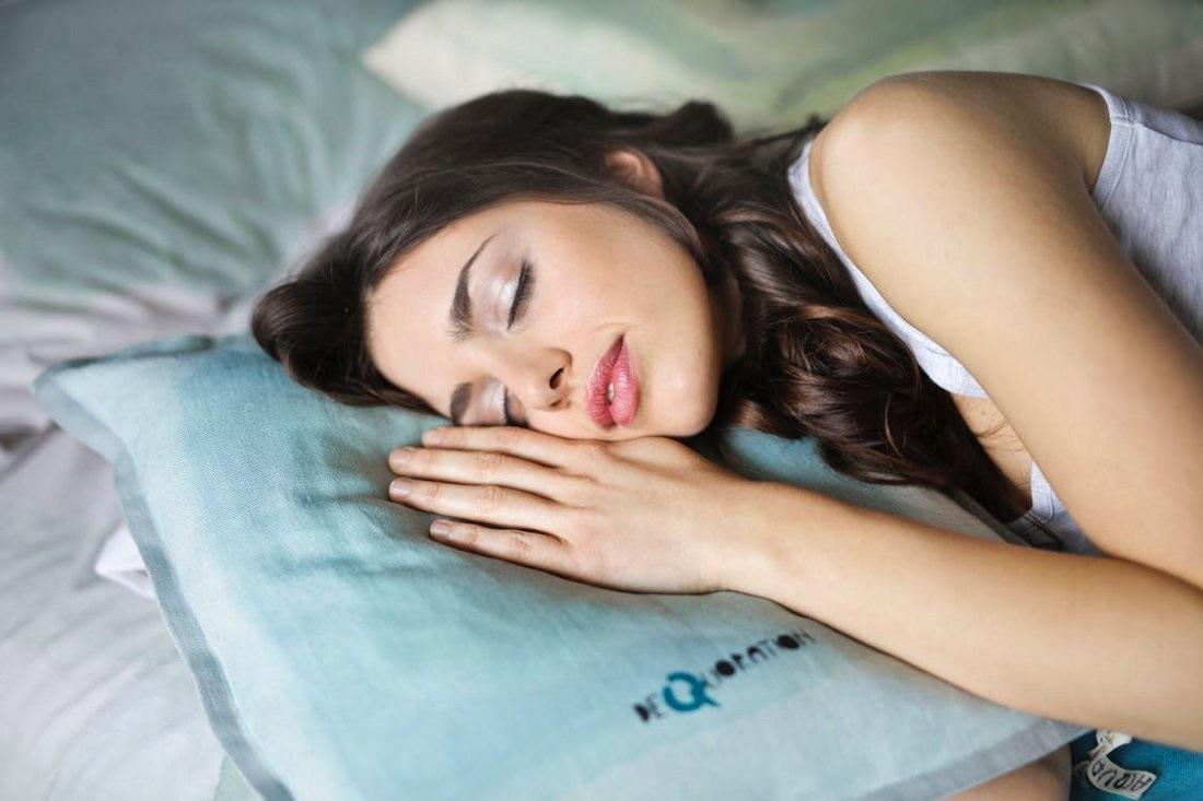 Zobacz, która pozycja snu jest najlepsza dla naszego organizmu.