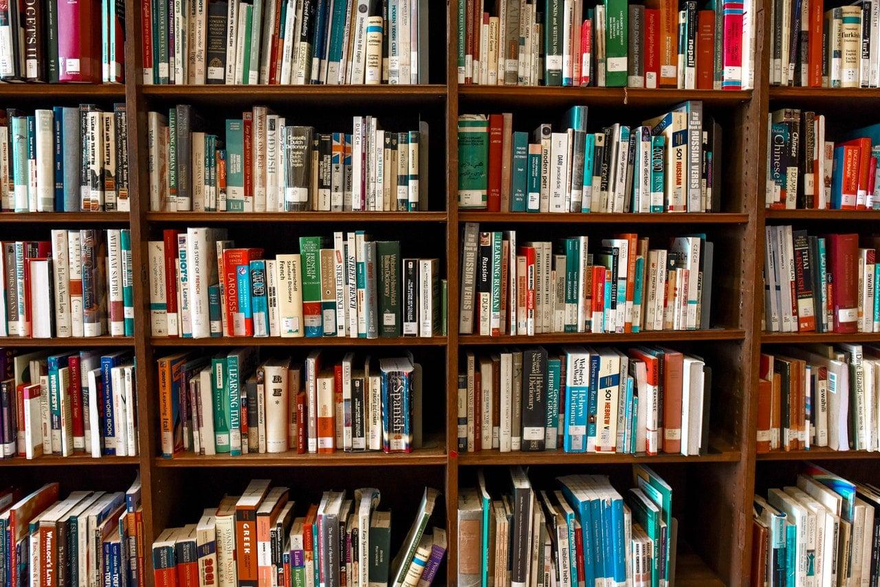 Biblioteka, Książki na półce