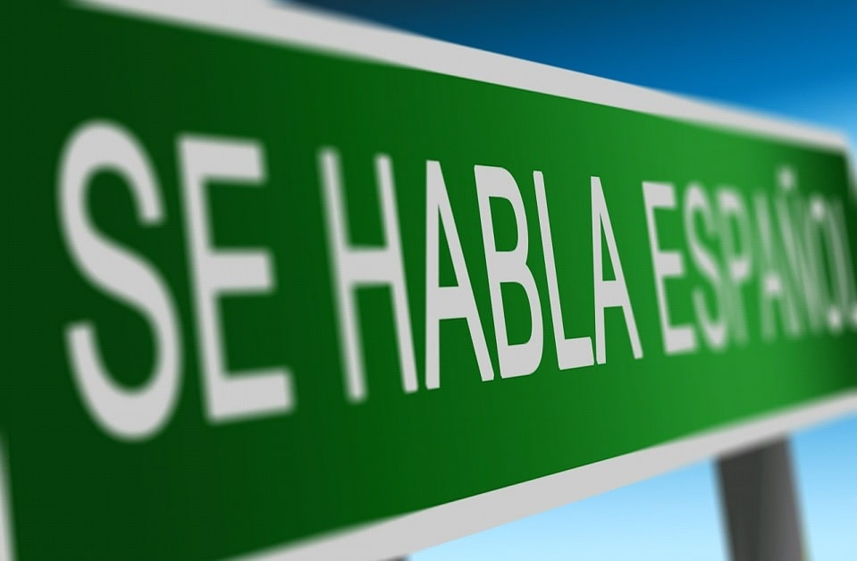 Znak z napisem Se Habla Espanol?