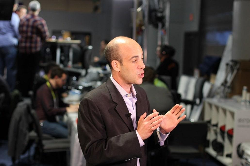 Człowiek prowadzi wideo konferencje