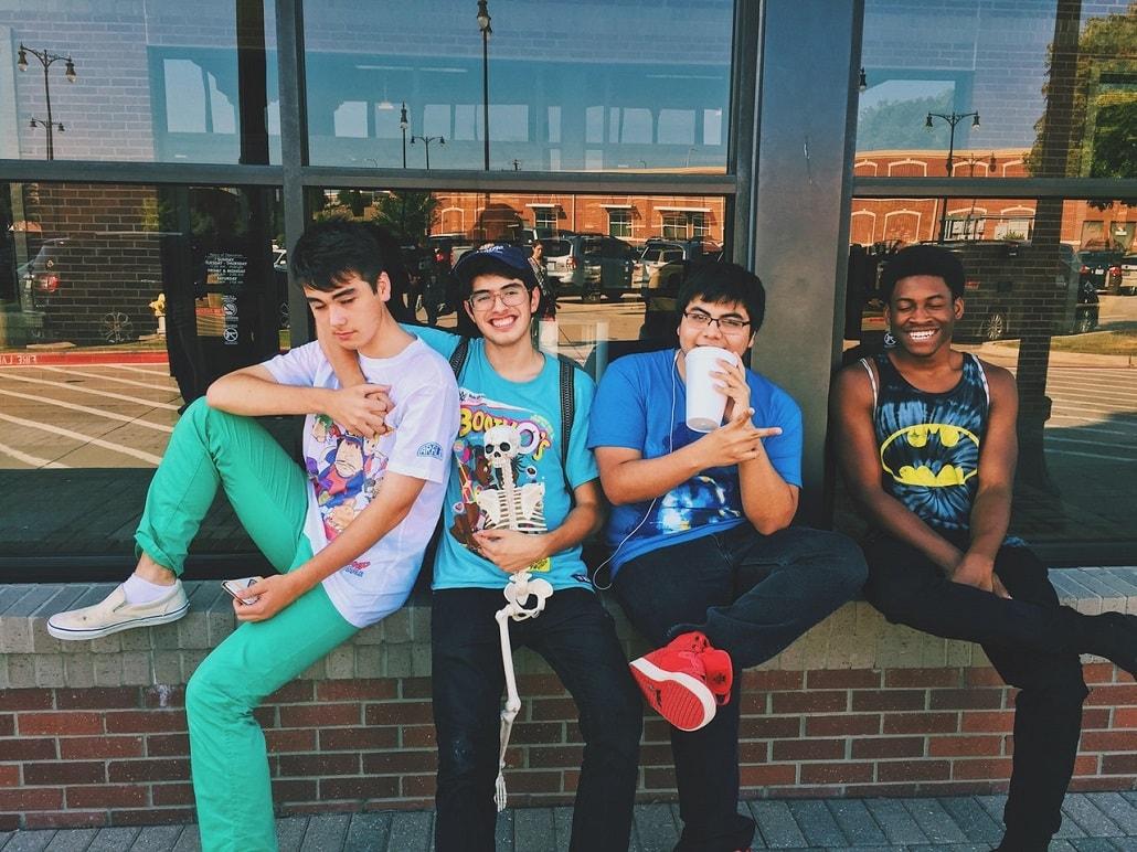 4 młodych mężczyzn