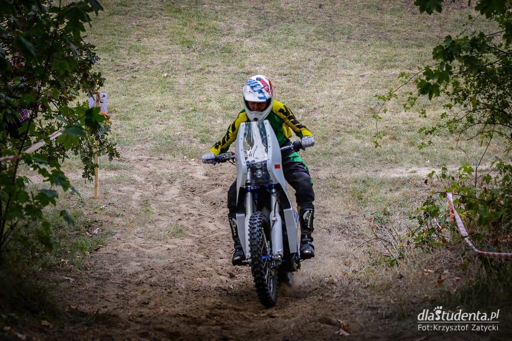 Zobacz zdjęcia z przebiegu zawodów motocykli elektrycznych!