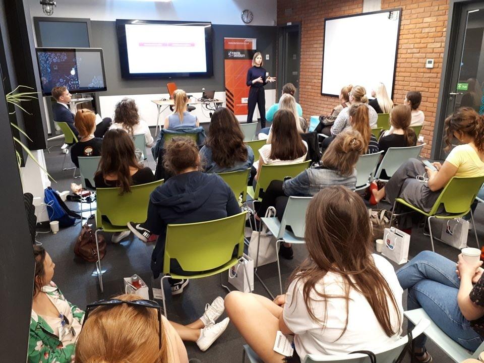 Zdjęcie z wykładów odbywających sie podczas inicjatywy Uniwersytet Sukcesu