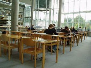 Które uczelnie najpopularniejsze w roku 2010/2011? - najpopularniejsze uczelnie rok akademicki 2010/2011 rekrutacja lista politechniki
