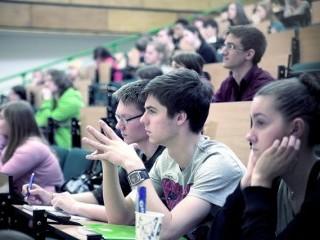 Przygotuj się do matury z WOSu z Uczelnią Łazarskiego - matura wos kursy maturalne warszawa uczelnia łazarskiego