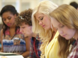 Wiecznie popularne kierunki studiów - niezależnie od miasta - najpopularniejsze kierunki studiów, najbardziej oblegane kierunki studiów, gdzie studiować