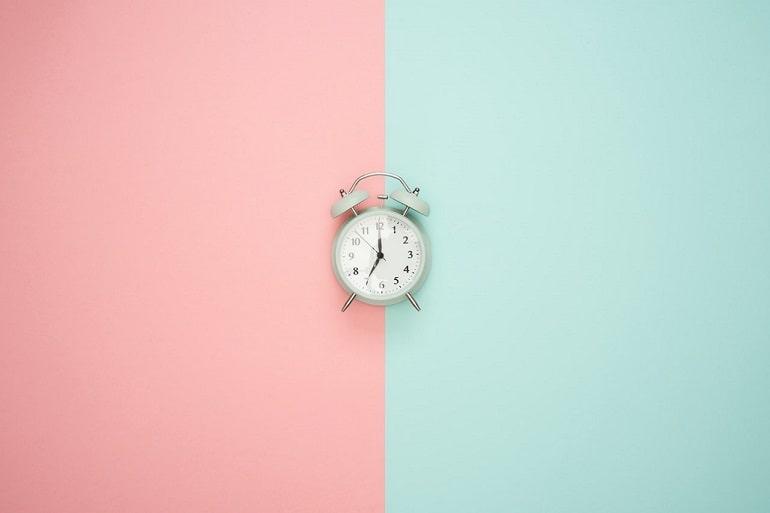 Zegar, budzi, symboliczna reprezentacja czasu