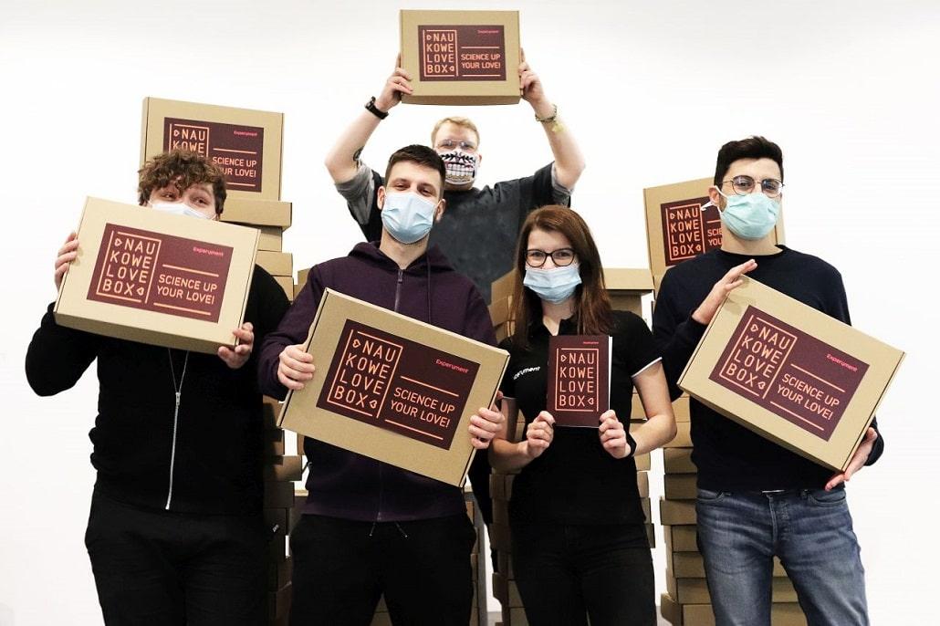 Zespół Centrum Nauki Experyment i NaukoweLove Box