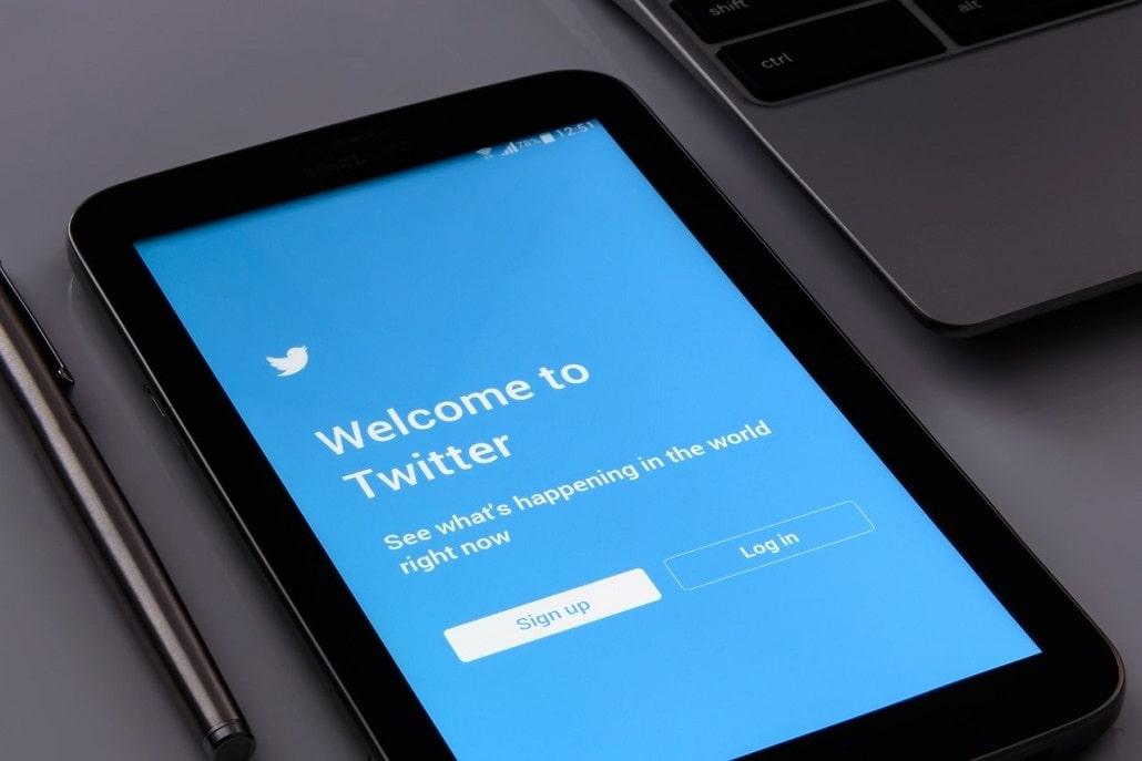 Aplikacja Twitter na telefonie