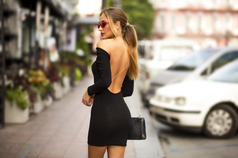 sukienki odkrywające plecy