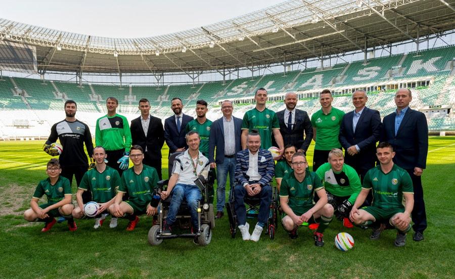 Śląsk Wrocław z drużyną blind footballu