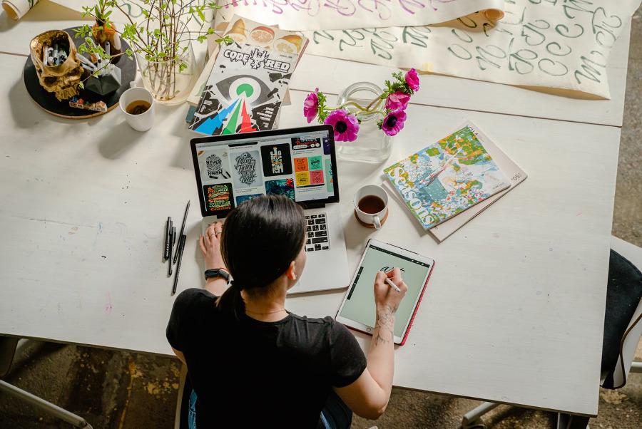domowe biuro - jakie biurko wybrać?