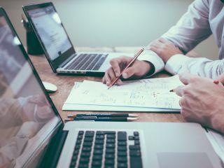 Jak znaleźć pracę po studiach? - praca po studiach, jak znaleźć pracę bez doświadczenia, jak szukać pracy po studiach