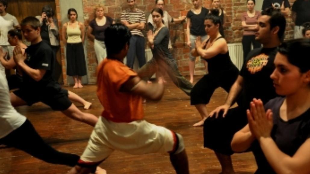 Zajęcia z indyjskiej sztuki walki kalarippajattu