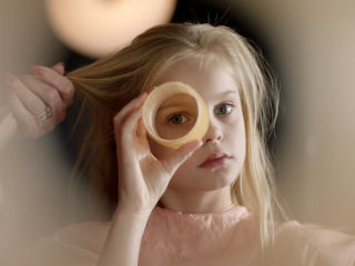 """Międzypokoleniowa, kobieca przyjaźń w filmie """"Cały świat Romy"""" [WIDEO] - film, premiera, zwiastun, w Polsce, 2020, opis"""