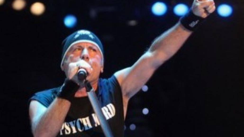 Wokalista Iron Maiden szykuje solowy krążek [WIDEO]