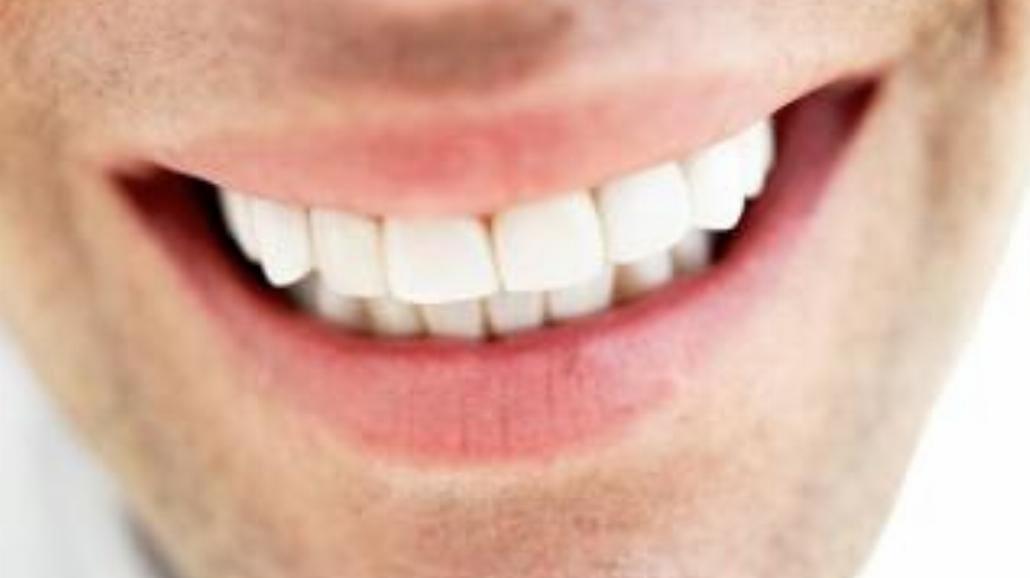 Domowe metody wybielania zębów. Bezpieczne?