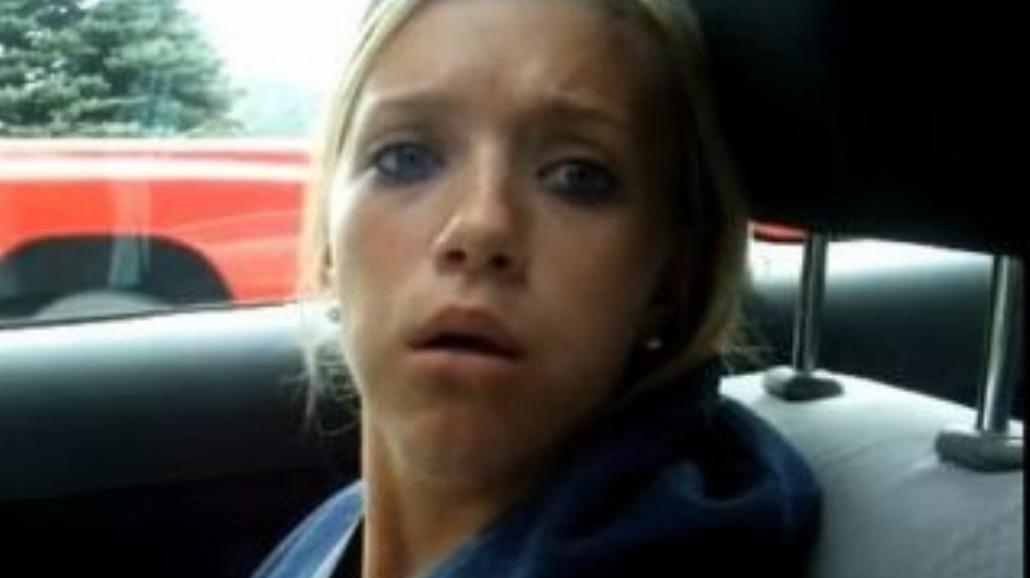Usunęli jej ząb mądrości. Kobieta idealna? (wideo)