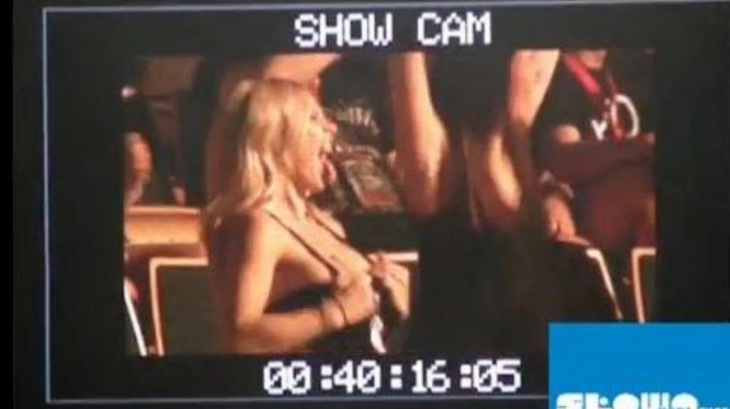 Doda pokazuje piersi na koncercie Aerosmith [+18]