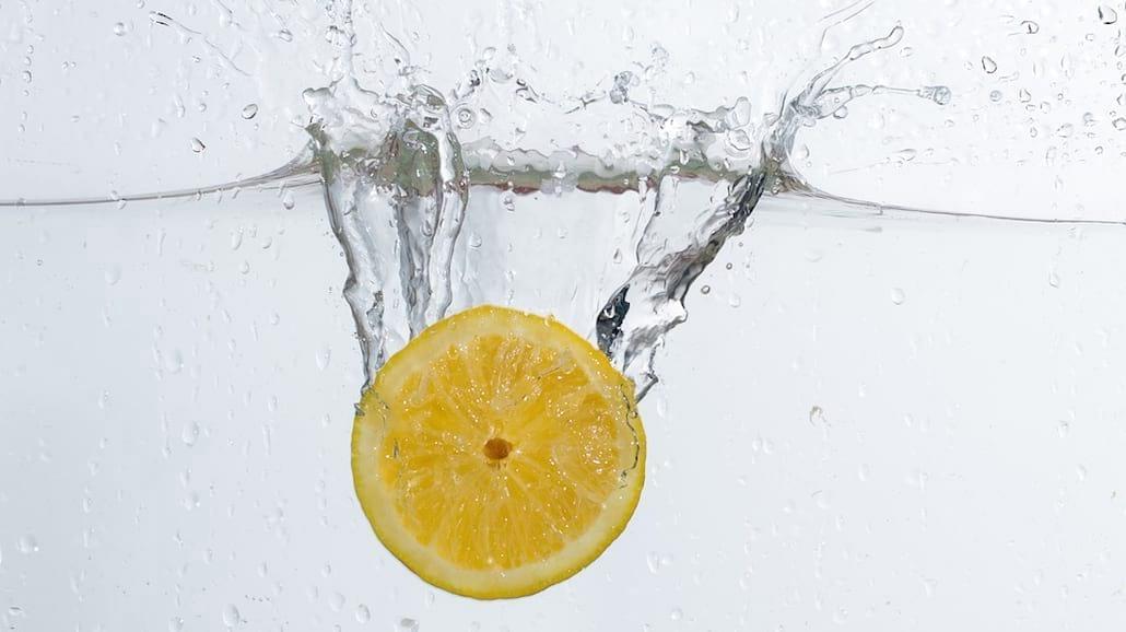 8 powodów, żeby pić wodę z cytryną każdego dnia